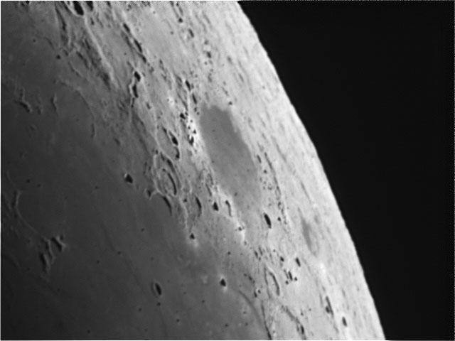 Moon20091015a