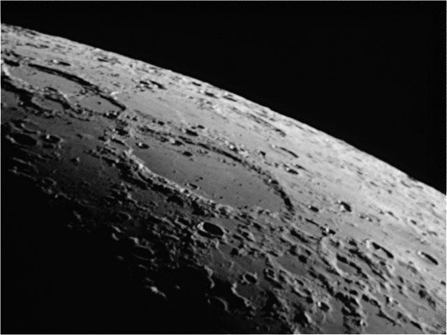Moon20091015b