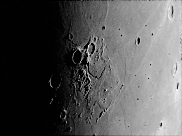 Moon20091015c