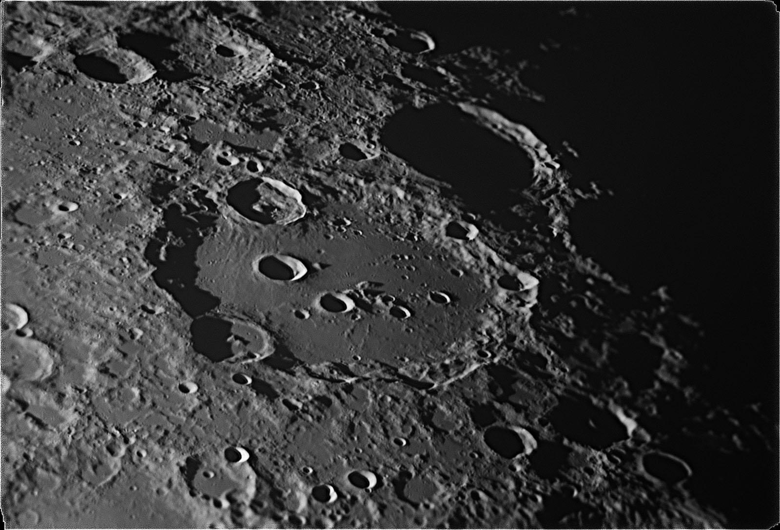 Moon725