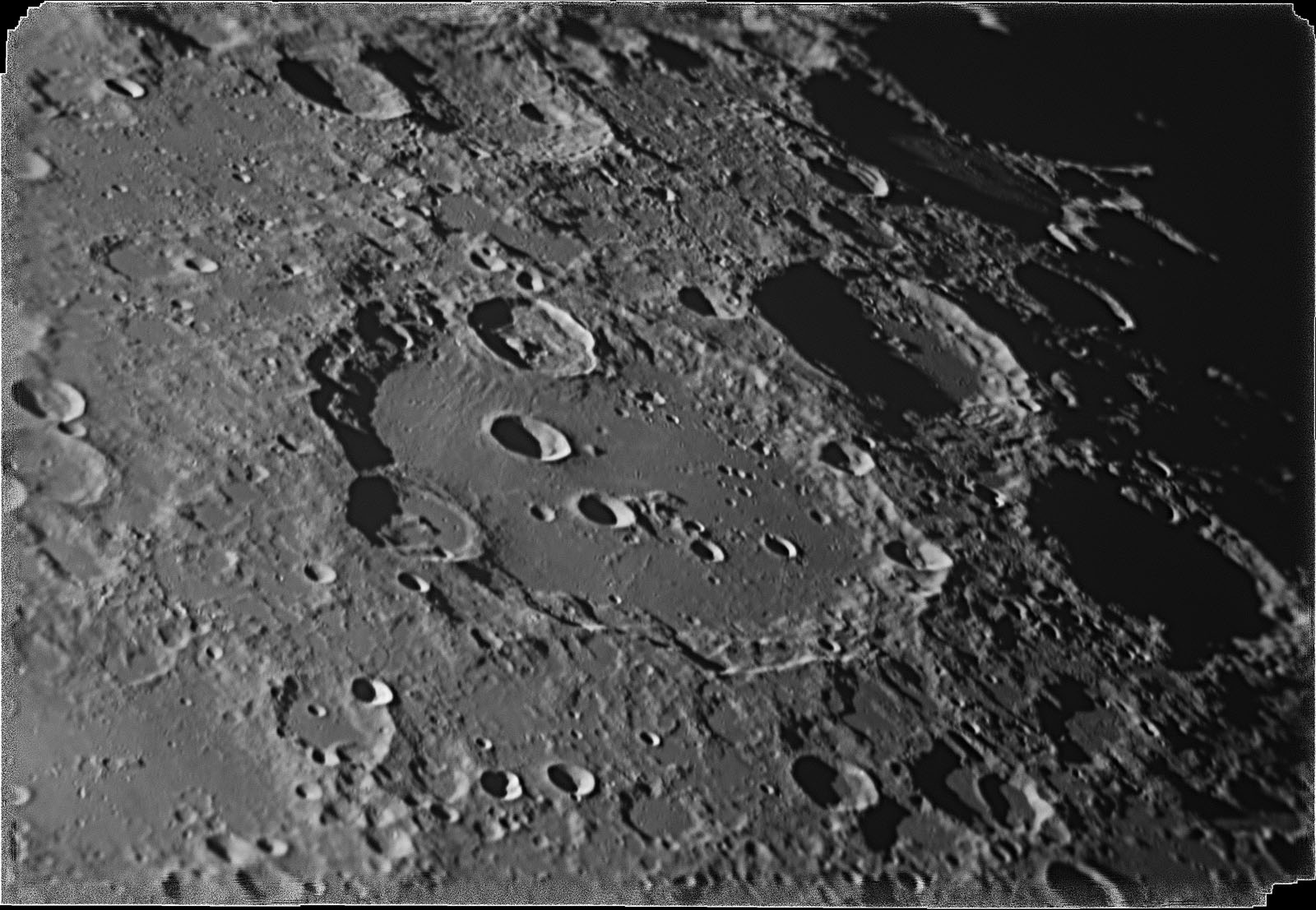 Moon_095500_zwo_asi178mm_r_5_2017_1