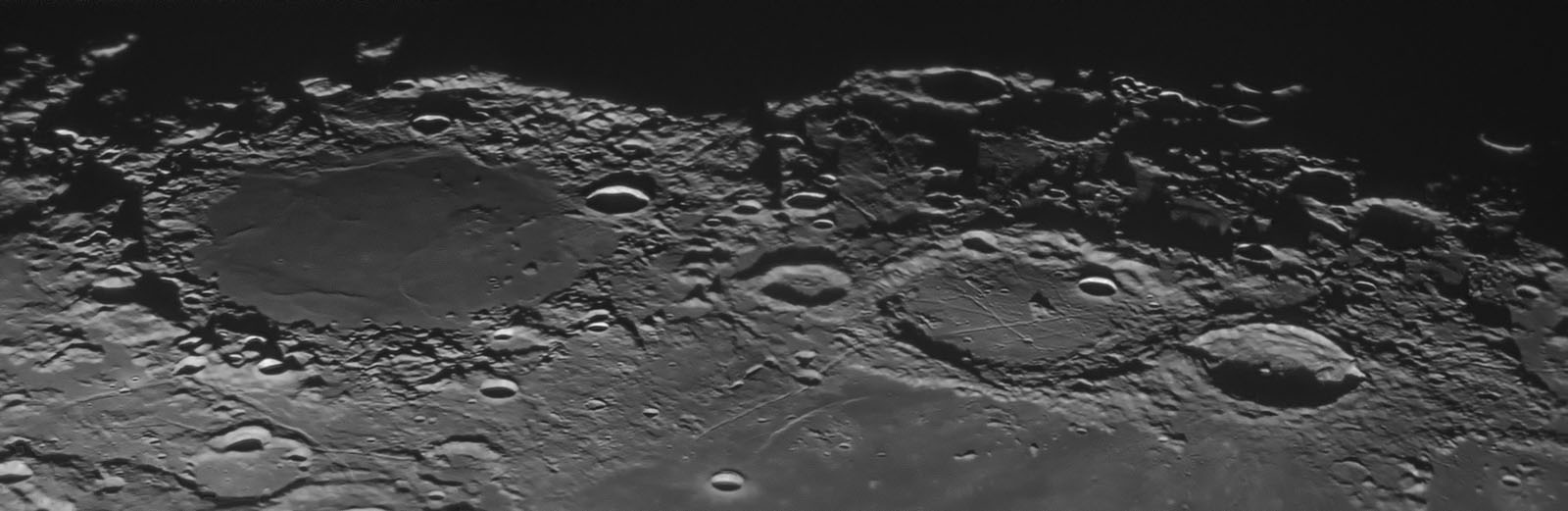 Moon201711023pnikdfw1600